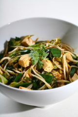 Gebratene Nudeln mit Sprossen (Chow-Mein)
